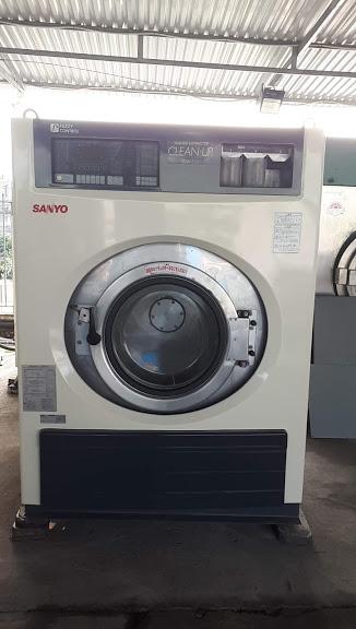 Máy giặt công nghiệp 35kg Sanyo giảm chấn